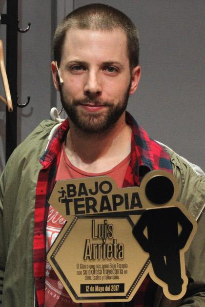 Reconocen a Luis Arrieta por su participación en Bajo Terapia